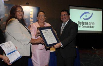 La Defensoría acredita competencias de inspección y fortalece vigilancia de mercados