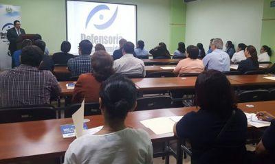 Defensoría del Consumidor imparte taller a proveedores  de útiles escolares